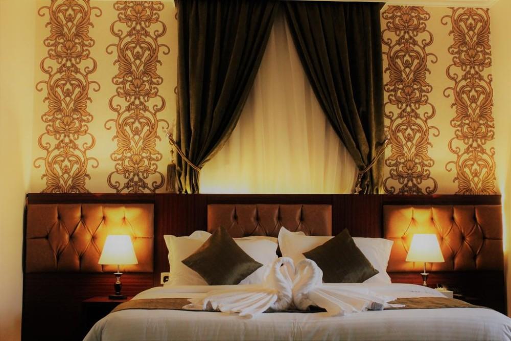 Pinewood Hotel
